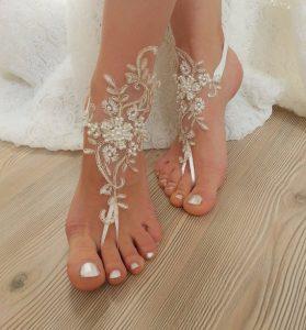 boda de playa ideas descalzos encaje pies novia