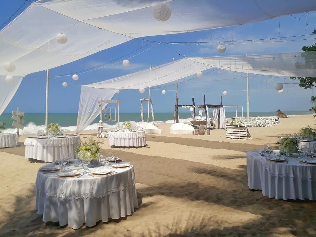 boda de playa arena mar blanco recepcion coctail