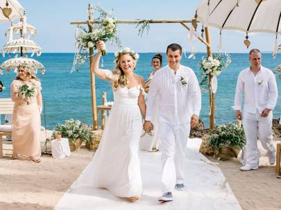 boda playa altar flores oceano mediterraneo