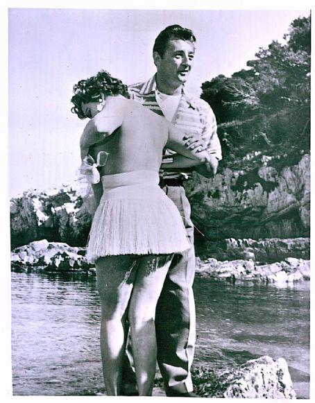 simone silva y Robert Mitchum