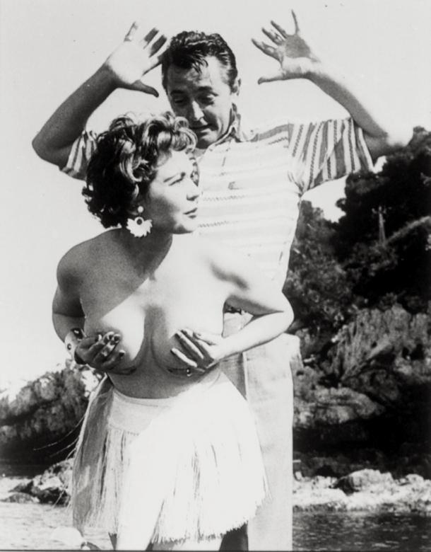 starlet-simone-sylva-surprised-robert-mitchum-at-the-cannes-film-festival-in-1954_1